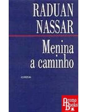 MENINA A CAMINHO